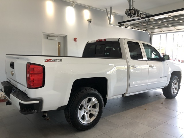 Certified Pre-Owned 2017 Chevrolet Silverado 1500 4WD Double Cab Standard Box LT Z71