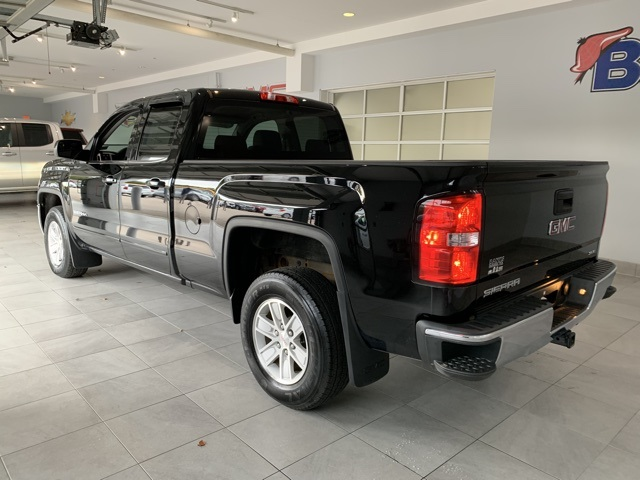 Certified Pre-Owned 2017 GMC Sierra 1500 4WD Double Cab 143.5