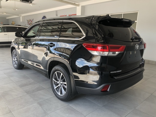 Pre-Owned 2017 Toyota Highlander V6 AWD