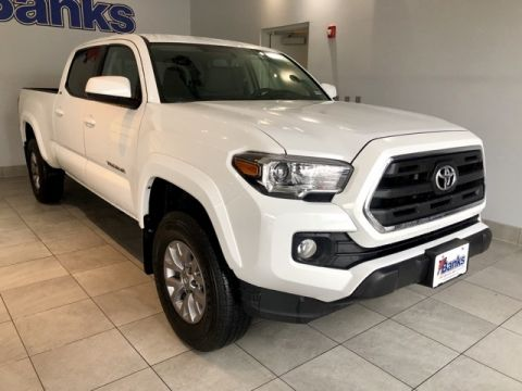 Pre-Owned 2017 Toyota Tacoma Double Cab 6' Bed V6 4x4 AT
